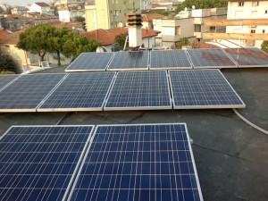 Pannelli solari su tetto di casa a Rimini